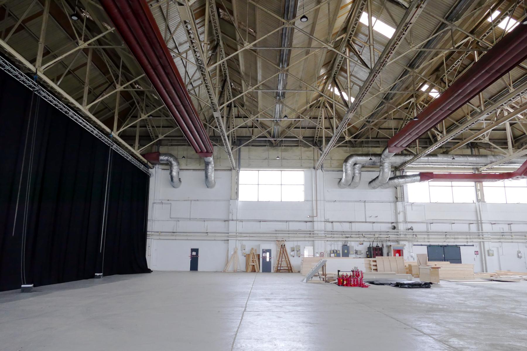 050_hangar_interior